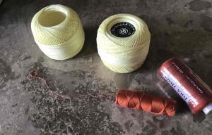 Photographie de 3 bobines de fil