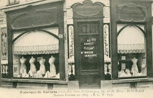 Cartes postale d'un commerce de corsets rue Sarrail