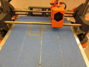 Photographie d'une imprimante 3D en train d'imprimer